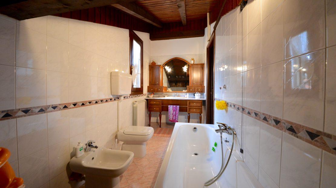 Villa singola con piscina in vendita a Cogliate