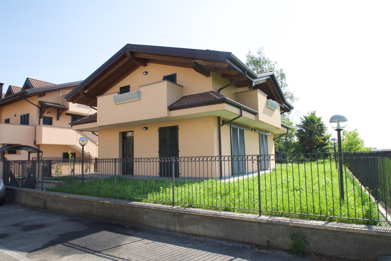 Villa in venita a ceriano laghetto saronno studio for Case in vendita saronno