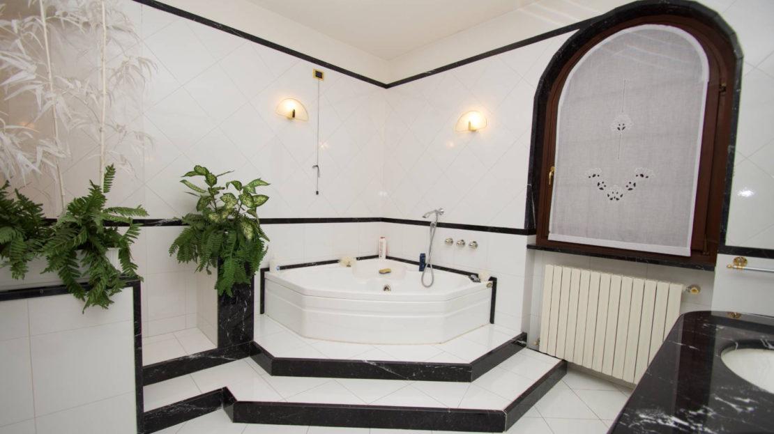 Villa con piscina in vendita a Serina (BG)